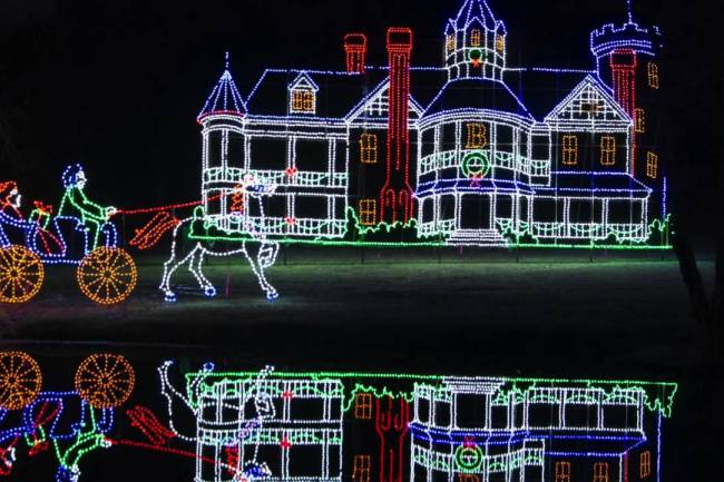 6 Ways to Enjoy a New England Christmas